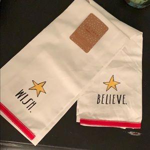 NWT Rae Dunn Christmas Towel Set
